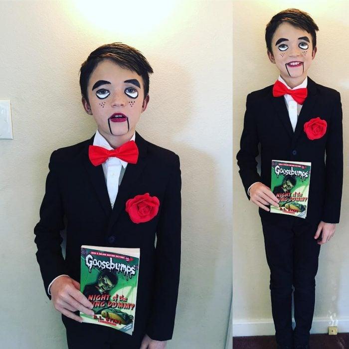 Niño disfrazado de ventrilocuo.