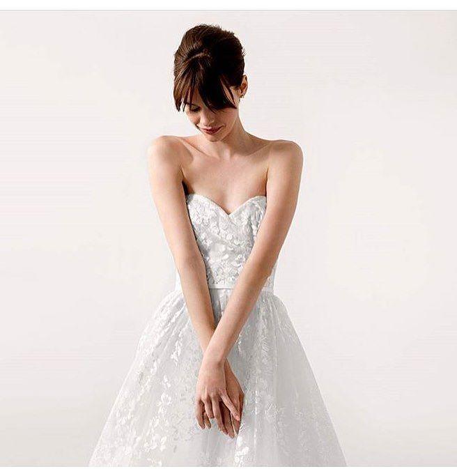 Vestido sencillo y muy clásico.