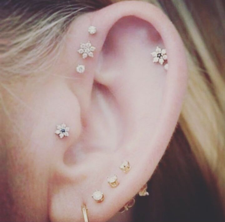 Resultado de imagen para piercing oreja constelación