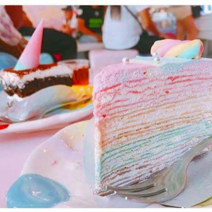 The menu includes rainbow cake.