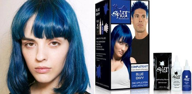 mujer de cabello azul con tinte de cabello