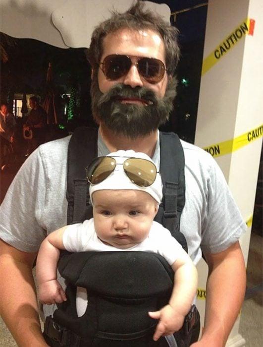 Papá e hijo disfrazados de qué pasó anoche