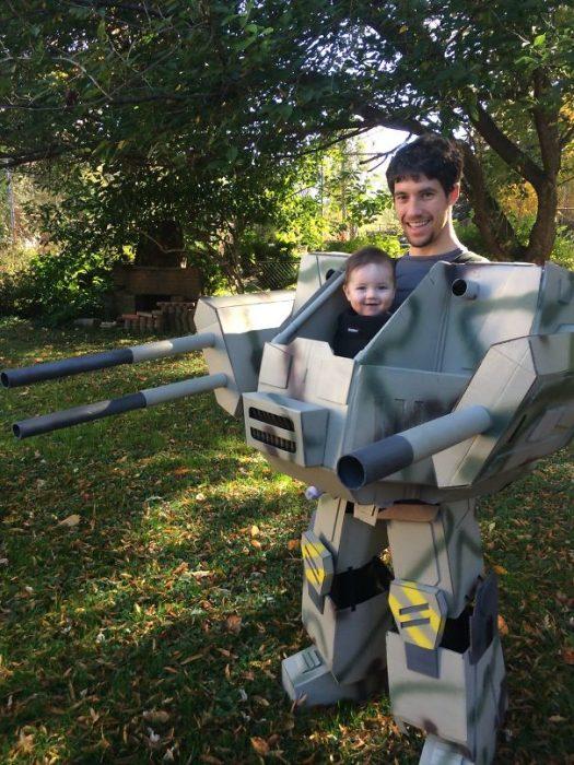 padre e hijo disfrazados de Mechwarrior