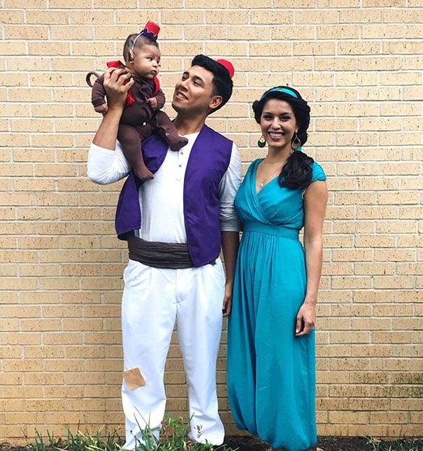 Familia disfrazada de Aladino, Jazmín y mono