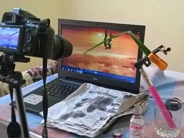 cámara frente a computadora portátil