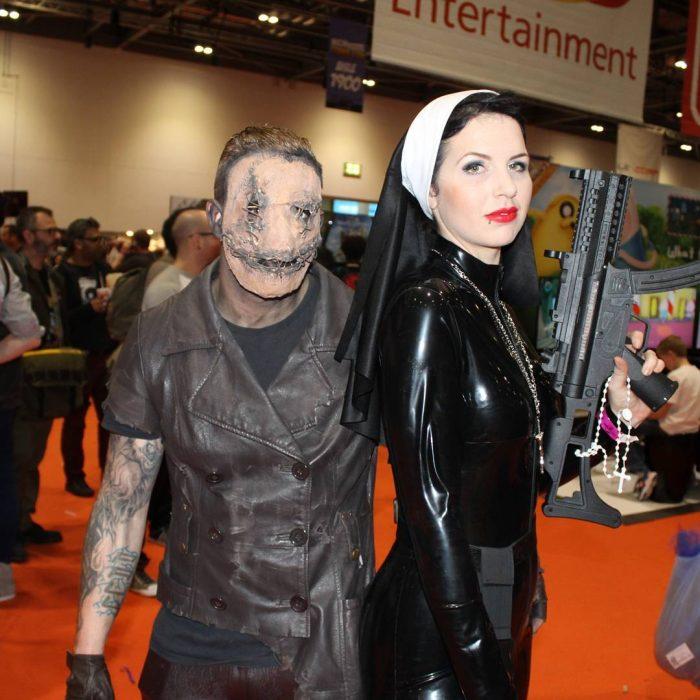 pareja disfrazada de personajes de Silent hill
