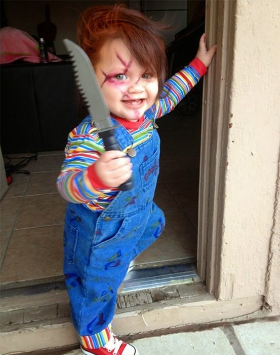 bebé disfrazado de chucky