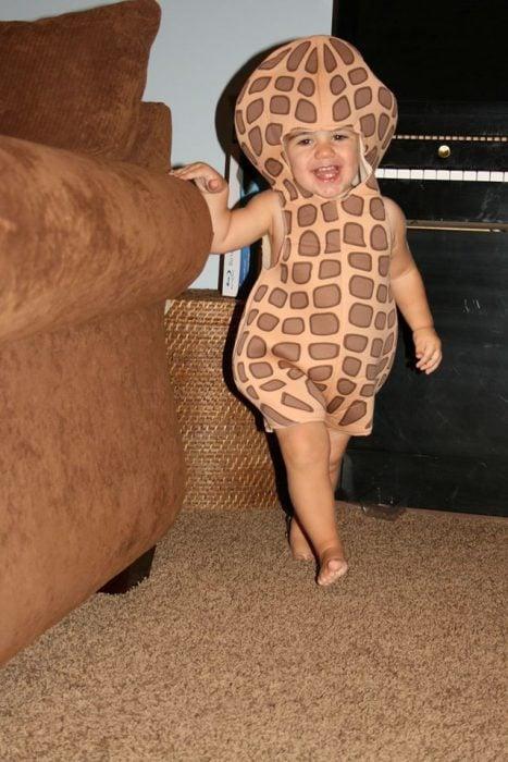 Bebé disfrazado de cacahuate