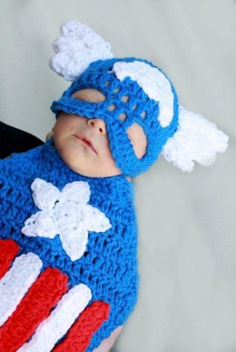 bebé disfrazado de Capitán América