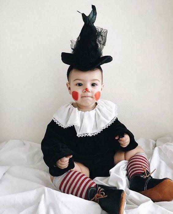 bebé disfrazado de payaso