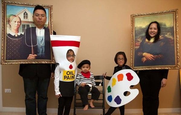 familia disfrazada de cuadros y pintura
