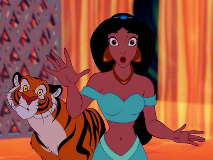princesa morena con tigre de caricatura