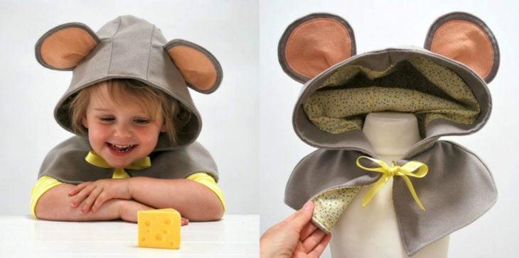 Niño con gorrito de ratón