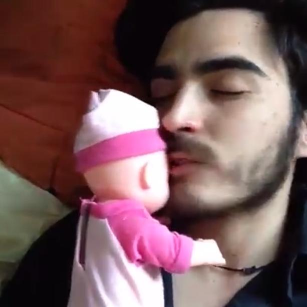 Tomás Castillo Moya feliz con El bebex