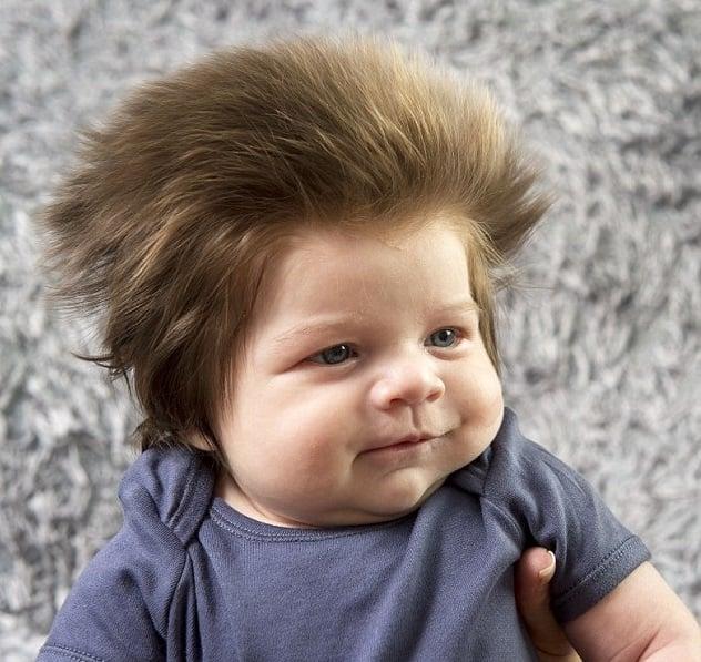 bebé mucho cabello