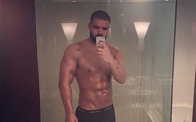 Drake tomándose una selfie