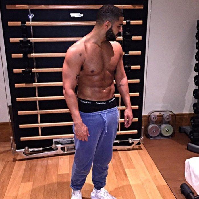 Drake sin camisa