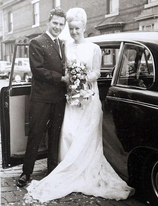 pareja el día de su boda en los 60s