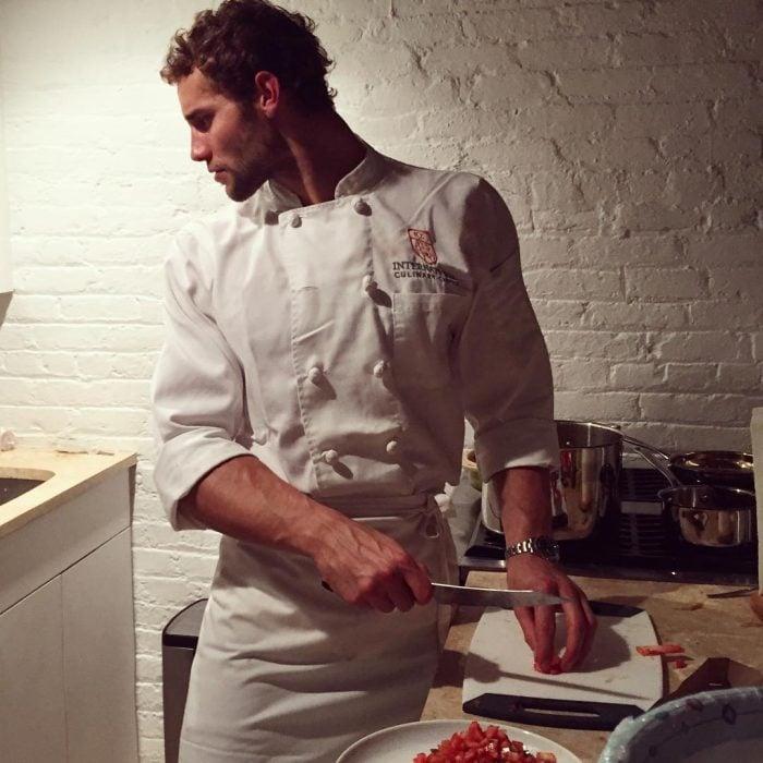 Franco Noriega cocinando