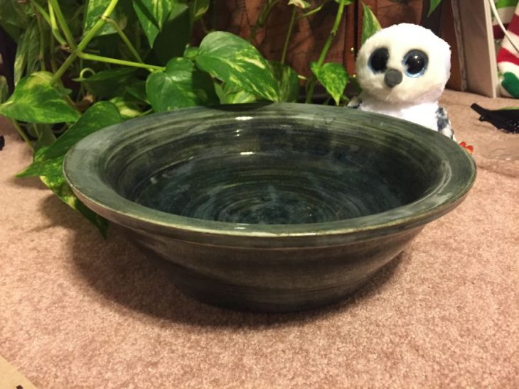 cuenco hecho de cerámica a mano