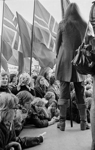 mujeres en los 70 protestando en Islandia