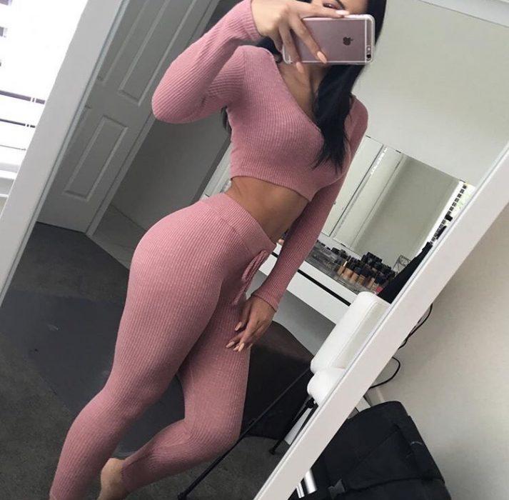 Ropa deportiva color rosa