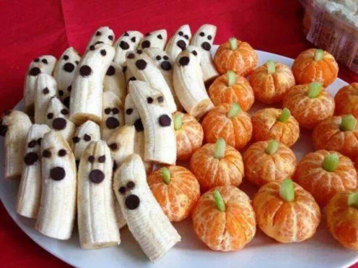 Fruits in the form of ghosts and pumpkins