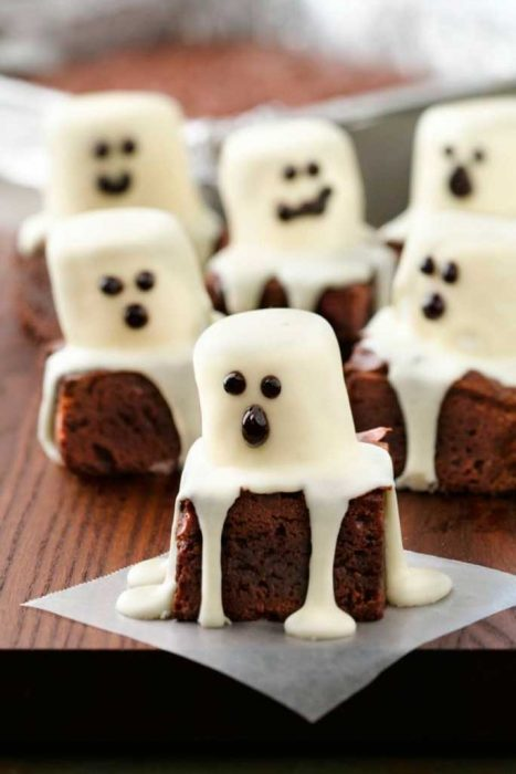Chocolate cakes with ghosts
