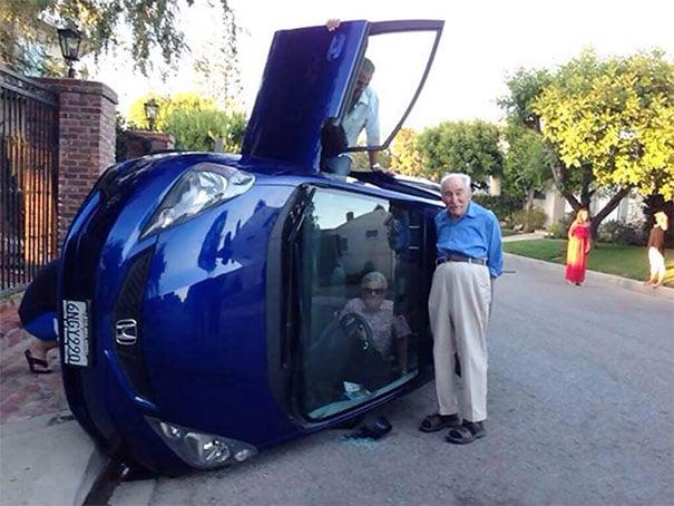 Señora mayor estrella auto.