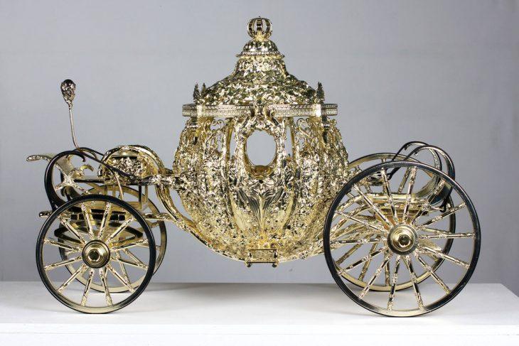 caja de carroza dorada de cenicienta