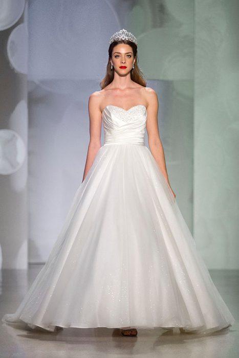 Vestido de la colección de novias Disney.