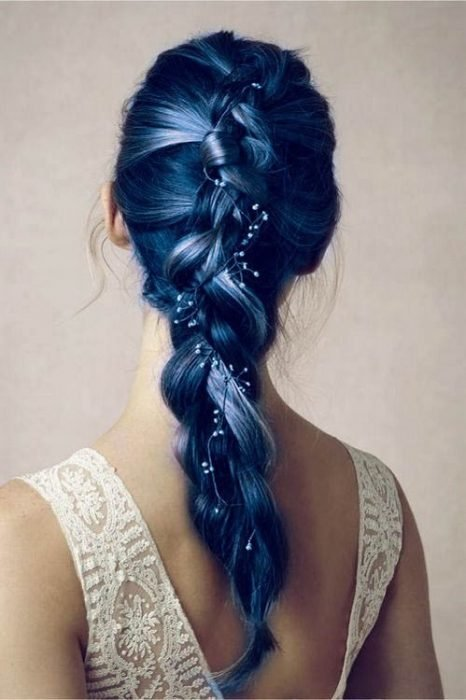 Trenza en color azul intenso.