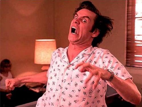 Foto de Jim Carrey gritando y corriendo.