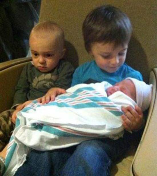 Foto de tres hermanitos.