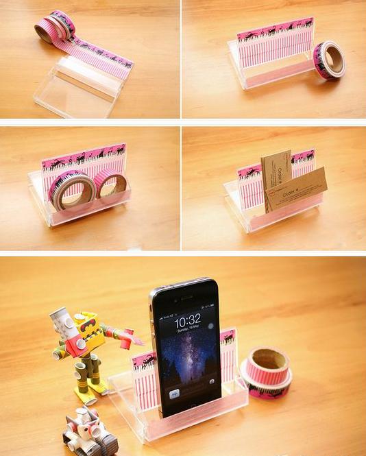 Porta celular hecho con una caja para casettes.