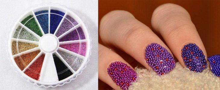 Uñas con microesferas de colores.