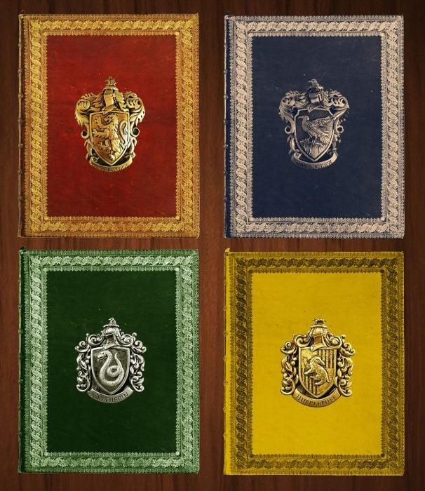 libros cerrados de diferentes colores