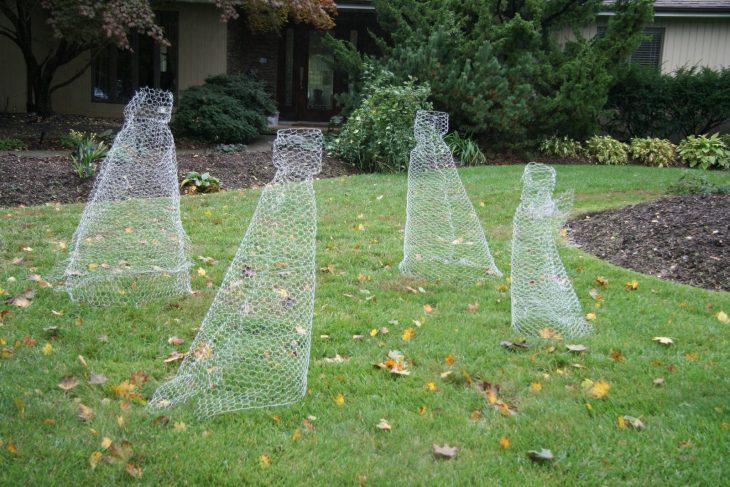 fantasmas hechos de malla transparente