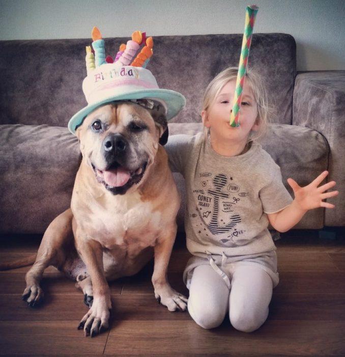 Lynn y Jaden celebrando un cumpleaños.