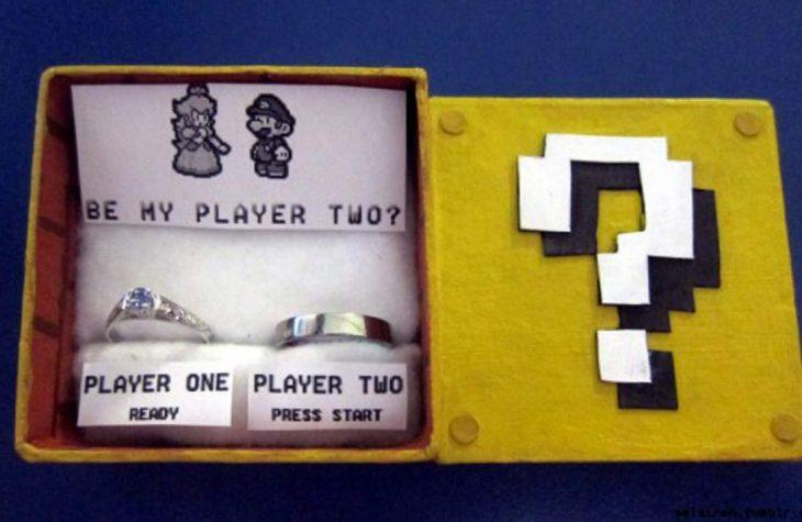 caja con dos anillos y mario bros