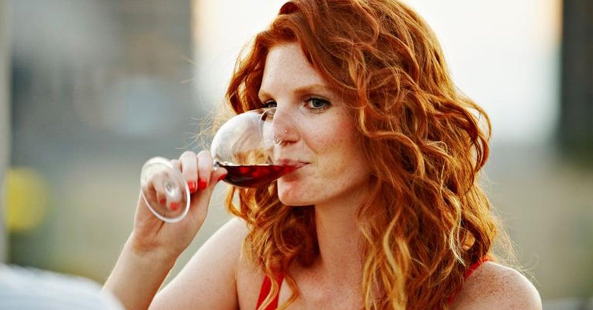 Tomar una copa de vino antes de dormir ayuda a bajar de peso según la ciencia.