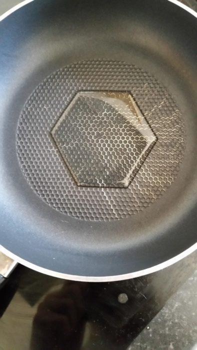 hexagono de aceite en sarten