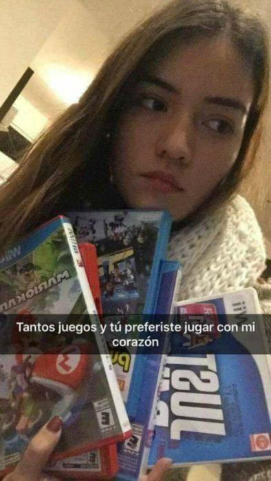 mujer con videojuegos