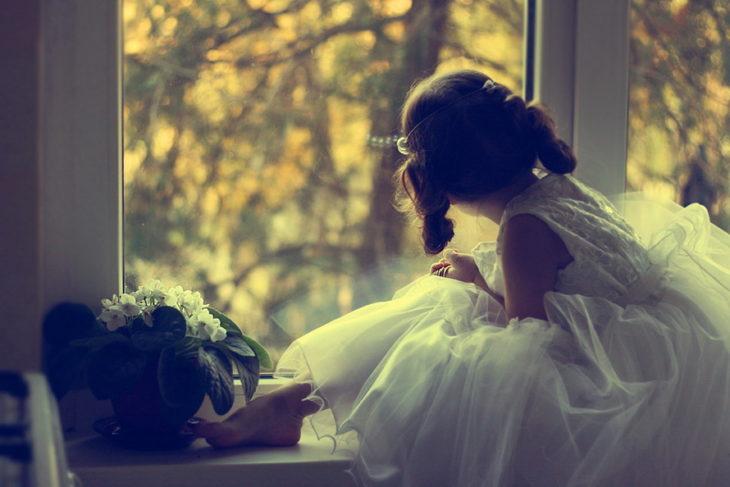 niña esperando