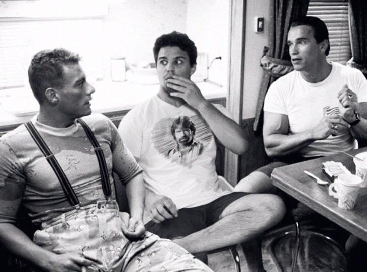 average rob con Van Dam y Schwarzenegger