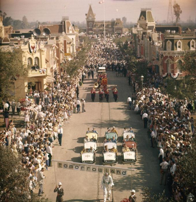Desfile de la primera vez que abrió el parque de disneyland