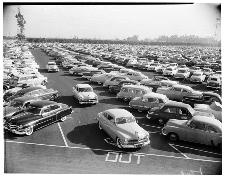 Estacionamiento del parque de diversiones disneyland