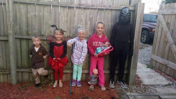 Lainie y sus hermanos disfrazados en Halloween