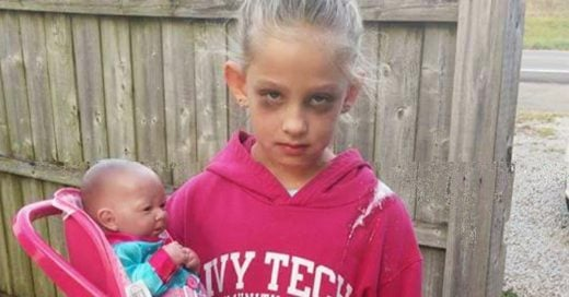 Esta pequeña se disfrazó de 'madre cansada' en Halloween y se volvió viral