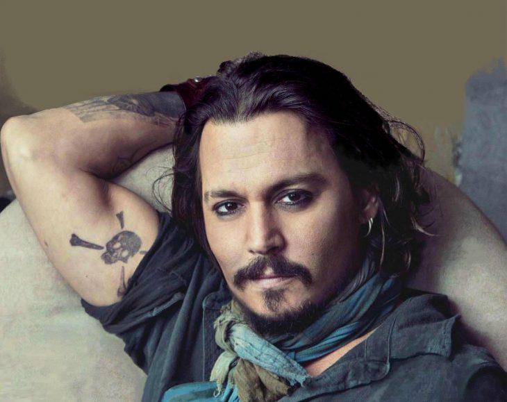 Johnny Depp posando para la cámara